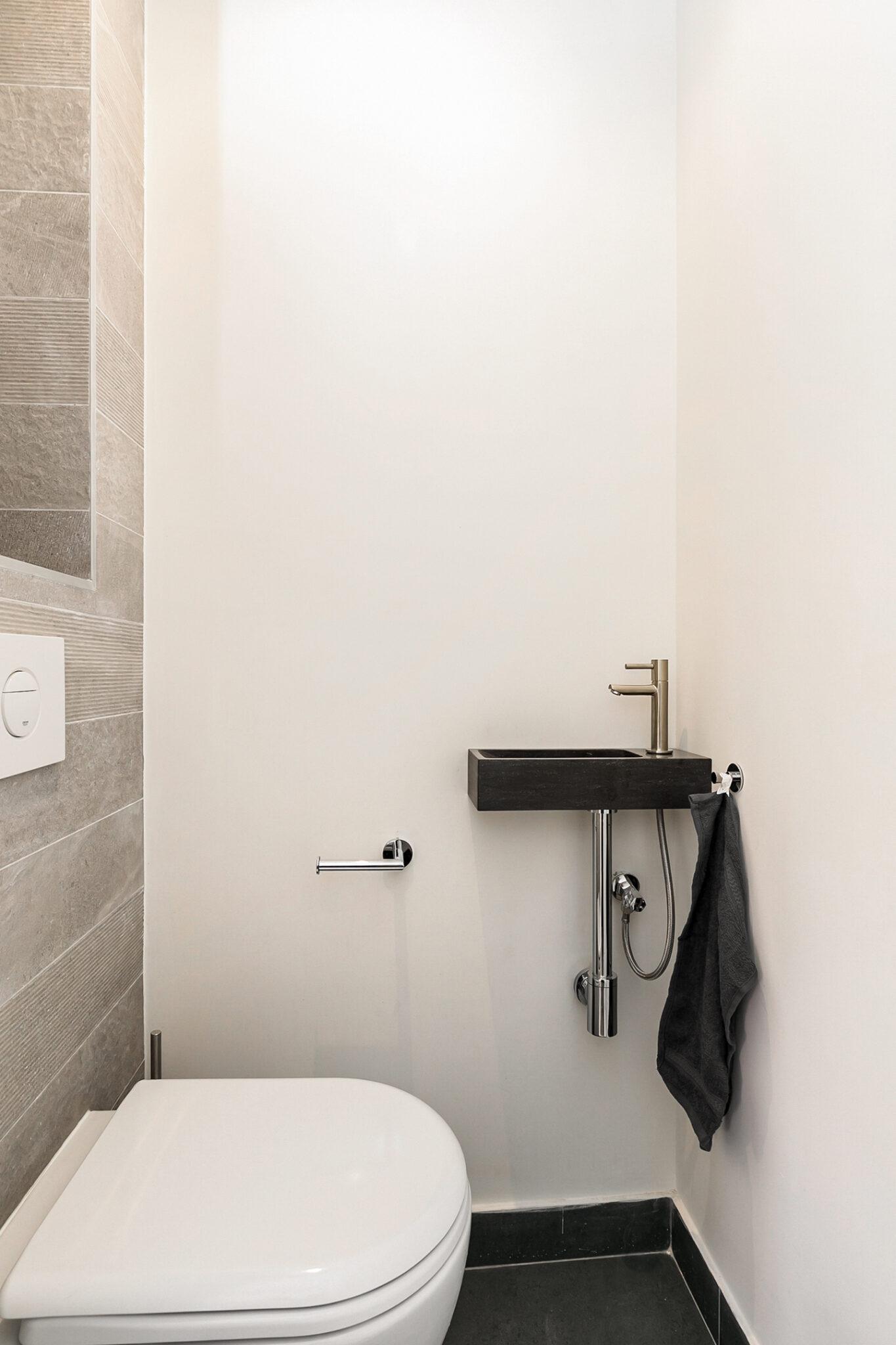 Pieter van Aschstraat 2B 2e toilet met Italiaanse tegels