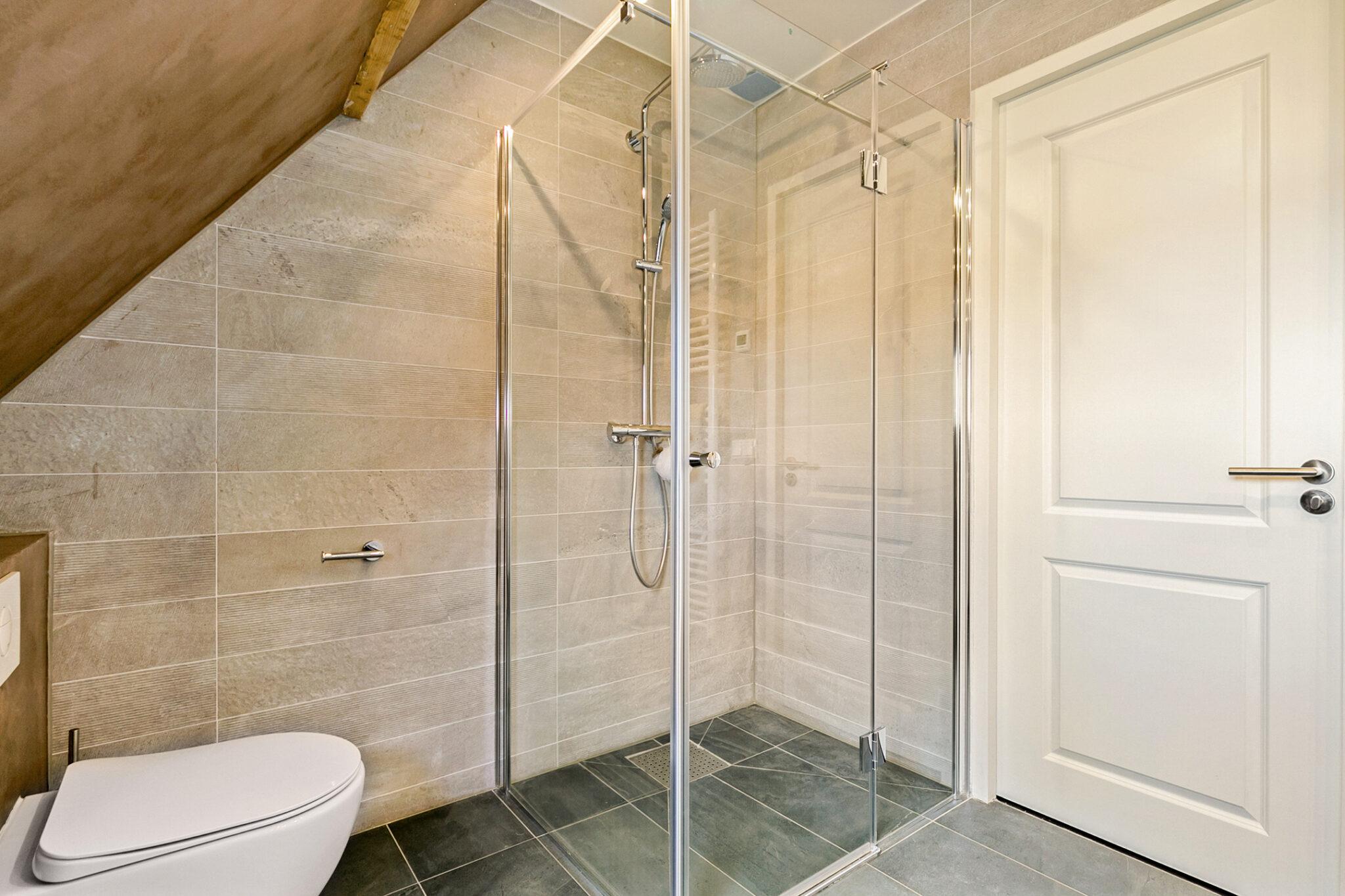 Pieter van Aschstraat 2B badkamer met inloopdouche