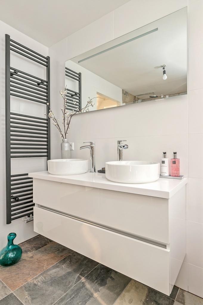 Zwart Janstraat 137A - Badkamer met badmeubel