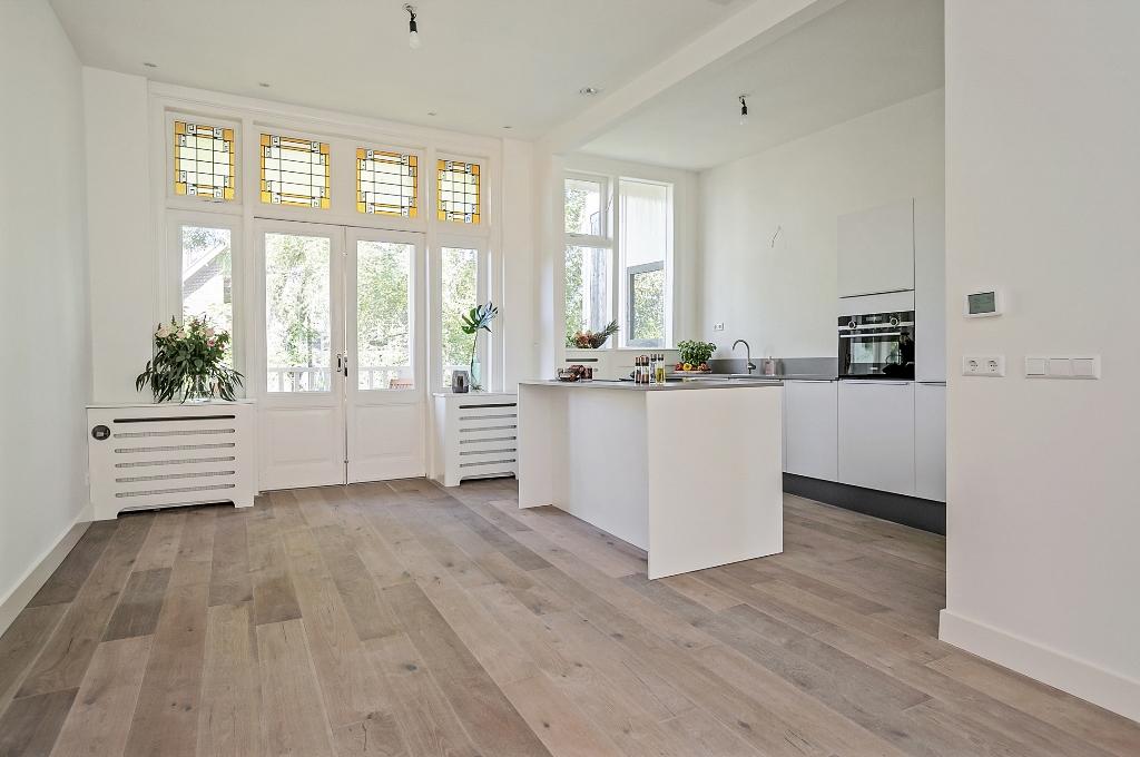 Zwart Janstraat 137A - doorzon woonkamer met keuken kookeiland
