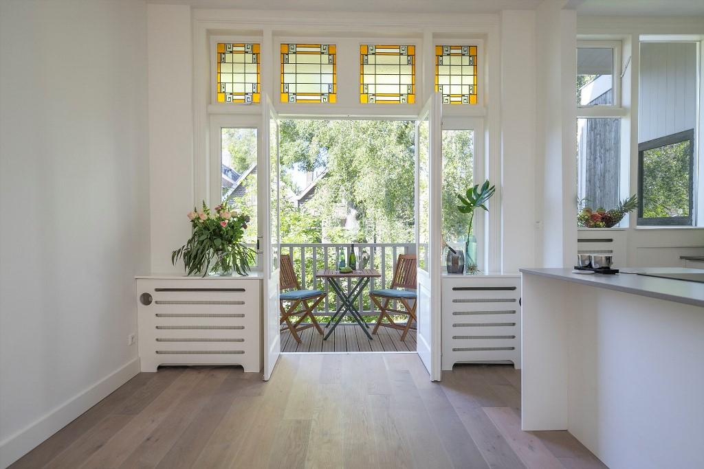 Zwart Janstraat 137A doorzon woonkamer met open keuken aan het terras2