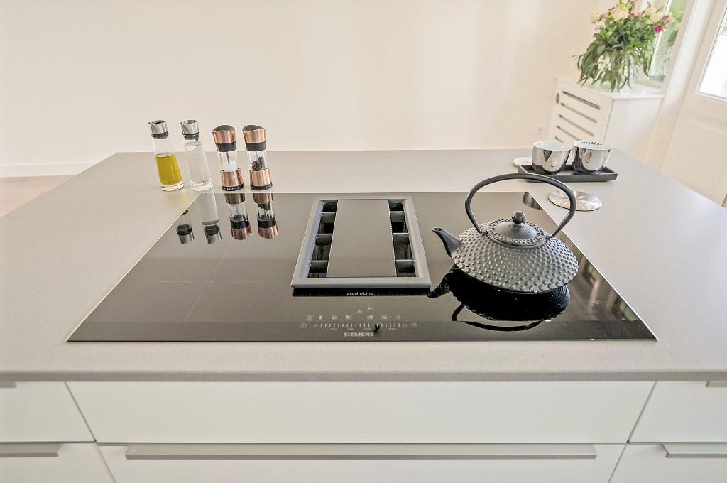 Zwart Janstraat 137A kookeiland met Siemens inductie kooktoestel met kookveldafzuiging